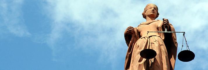 Statue von Justitia, die Personifikation von Gerechtigkeit
