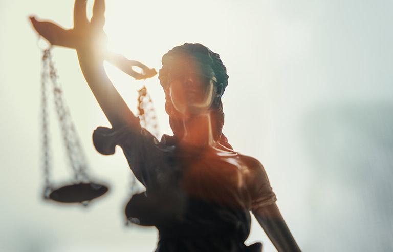 Justitia als Symbol für Gerechtigkeit im Sexualstrafrecht München
