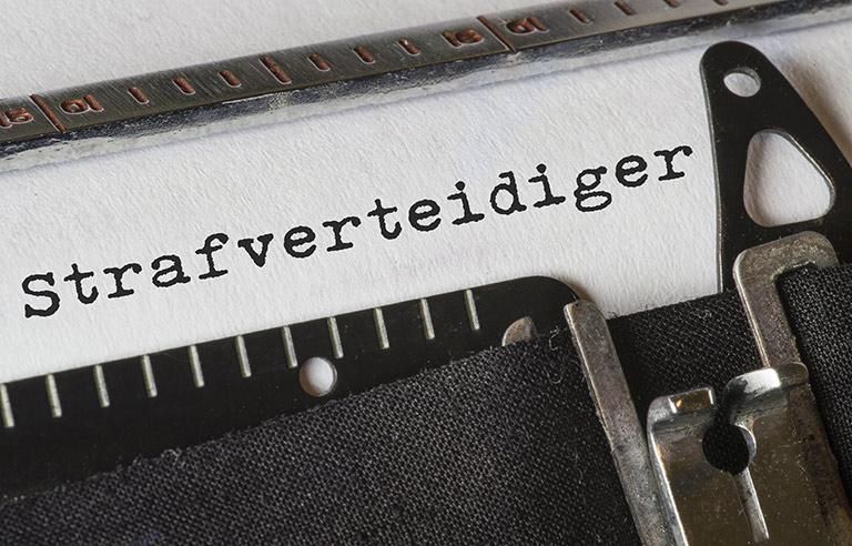 Strafverteidiger, Text Schreibmaschine